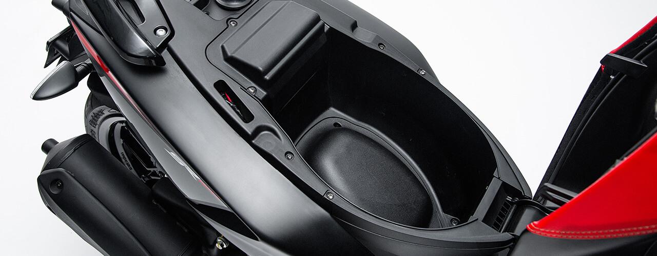 Espacio interno SR150 Motorad