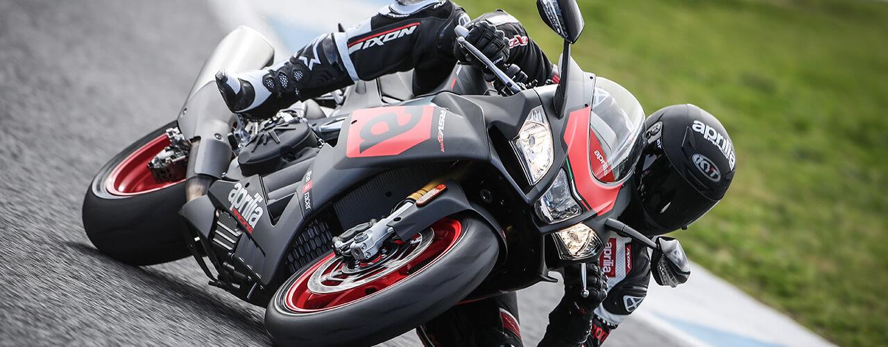 Moto de carrera RSV4